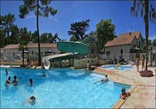 camping-siesta-piscine-toboggan